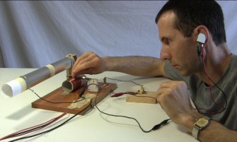 using_razor_blade_diode_and_pencil_with_crystal_radio