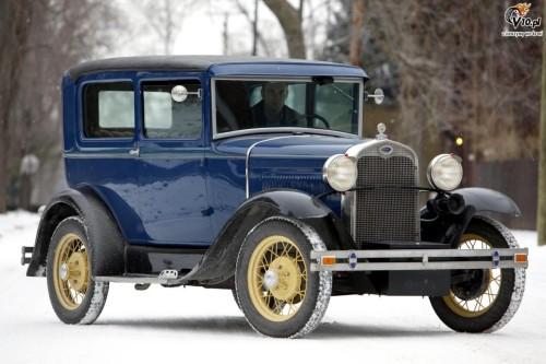 ford_model_a_tudor_sedan_1930_01