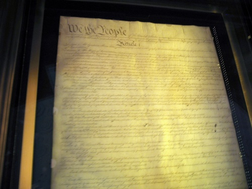 TheNationalArchivesholdstheUnitedStatesConstitutionOriginalDocument